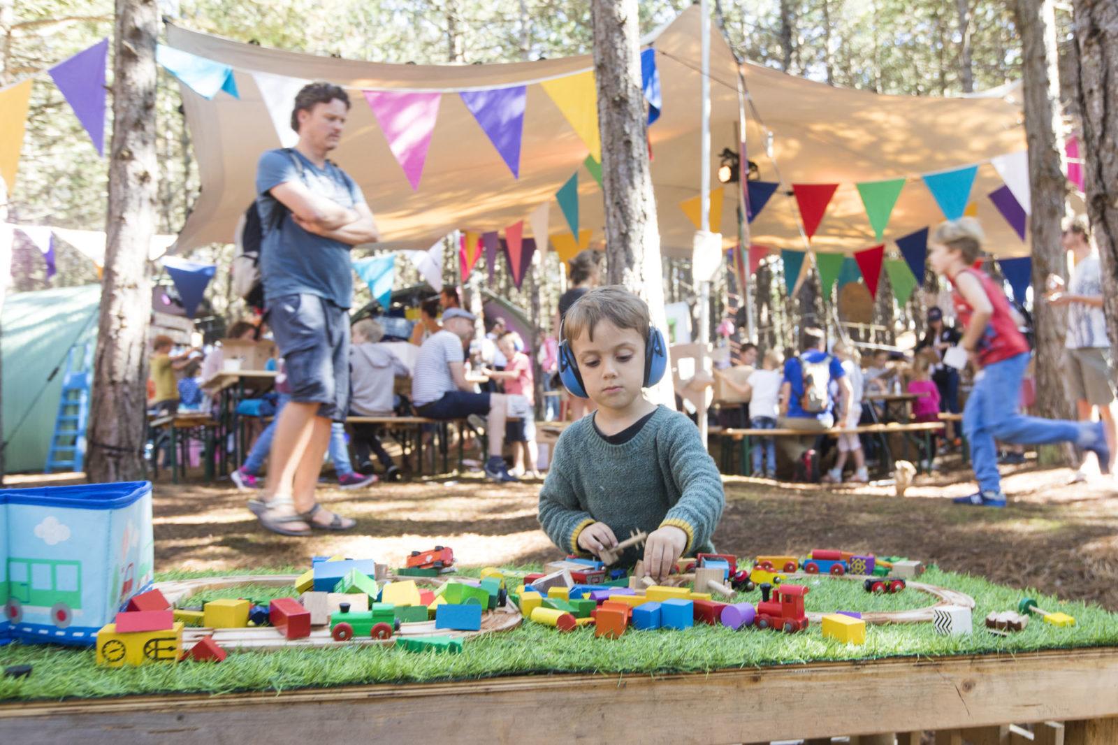 Triomf - speelgoedtrein festival triomf